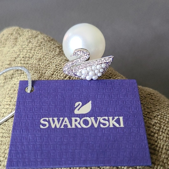 NWT Swarovski swan/pearl stud earrings